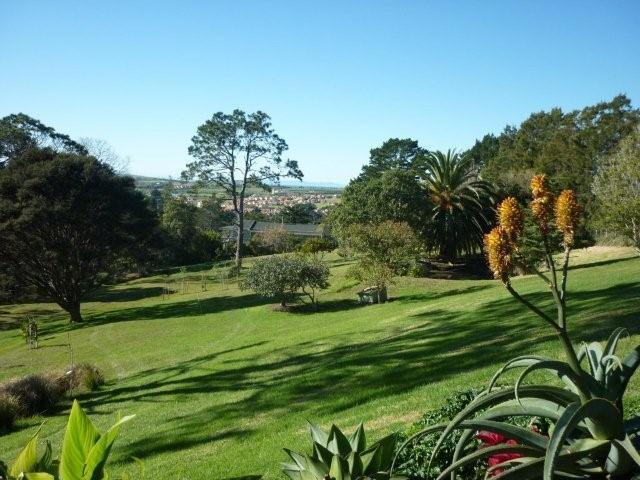 The Garden with Picnic area and Chip & Putt Golf - Coastal Views Retreat - Awesome Holiday Apartment - Whangaparaoa - rentals