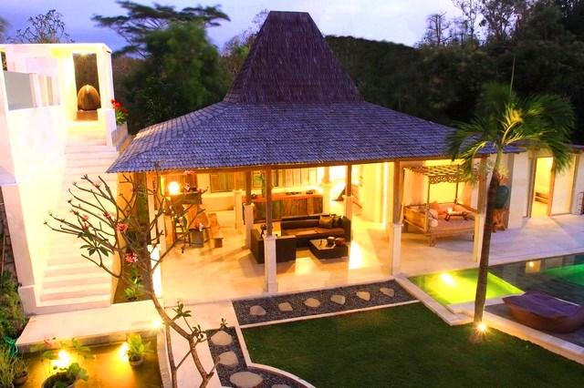 """Living & Dining in Antique """"Joglo"""" Teak House - SLEEPS 12! FIVE MINUTES FROM GOLF COURSE & BEACH - Jimbaran - rentals"""