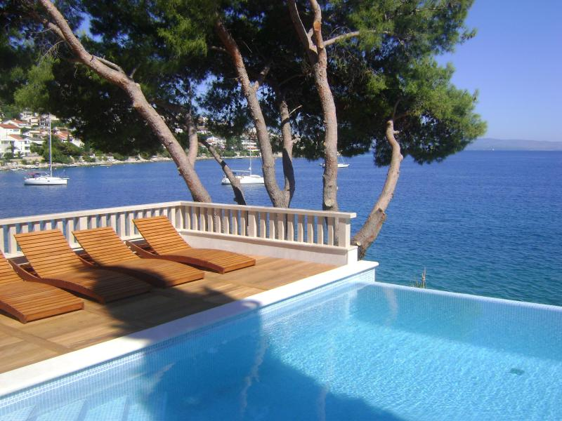 pool ,sun deck & sea - Sea front luxury villa,Swimming pool,Boat morning! - Okrug Gornji - rentals