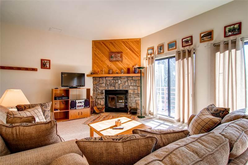 2 BR/2 BA Condo, quaint gathering place, centrally located shopping/skiing/hiking Sleeps 6 - Image 1 - Silverthorne - rentals
