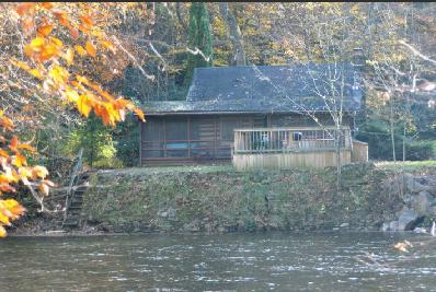 Directly riverside, fish from your private hot tub ! - RIVERFRONT! HOT TUB!  Log cabin.Private.Fully staffed.Pet friendly.TOP RATED ! - Elkins - rentals