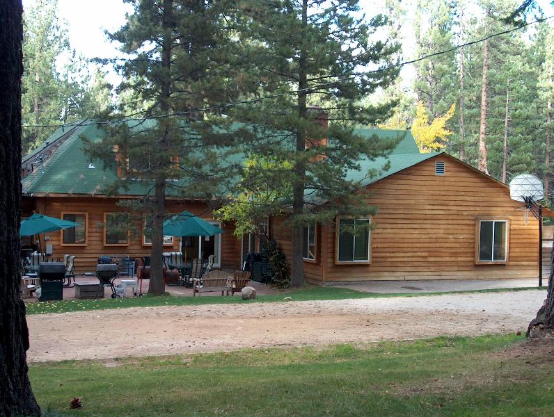 Mountain Home volleyball court - Tahoe Large Group Vacation Rental Lodge for 30-80 - South Lake Tahoe - rentals