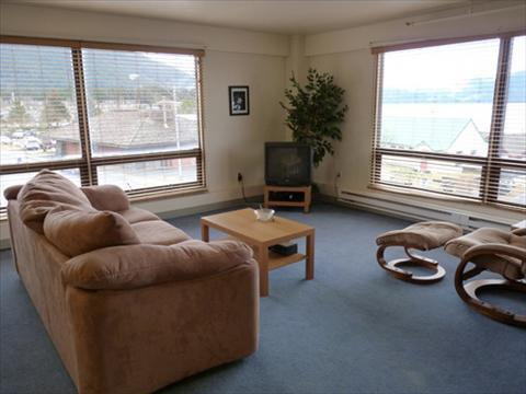 Spacious and bright living area, located in the heart of downtown! - DT Franklin 6 - Sitka - rentals