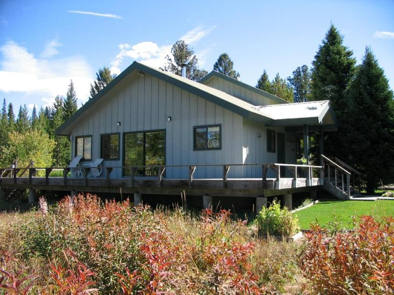 MOOSE TRACKS set in the mountains and only 7 miles from Yellowstone Park. - Moose Tracks - Yellowstone Home w/ detached cabin - West Yellowstone - rentals
