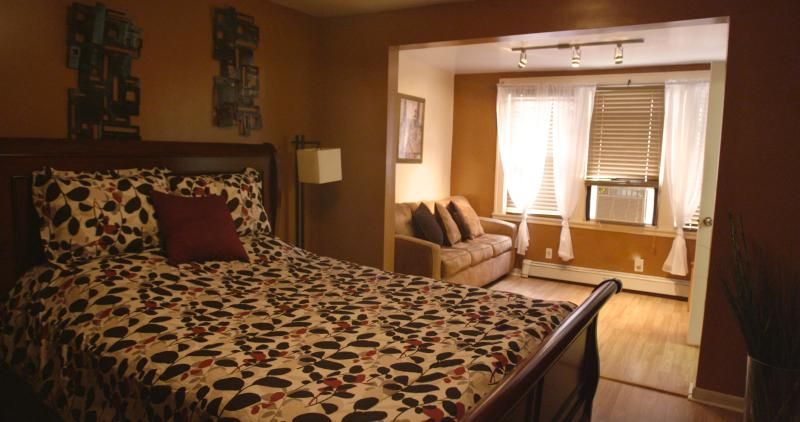 10 Mins to NYC, Walk to PATH train-Sleeps 6 - Image 1 - Jersey City - rentals