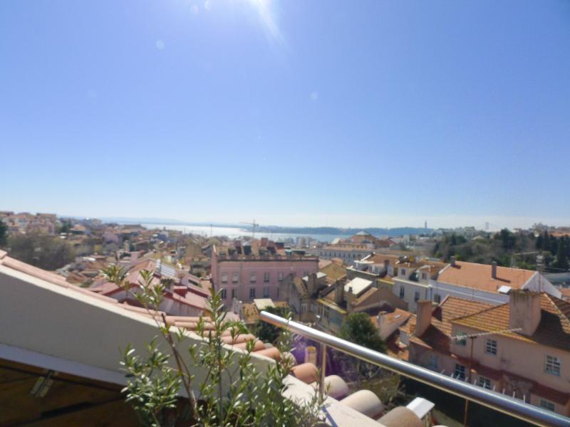 PI1 - Fantastic 3 Bedroom / 2 Bathroom apartment - Image 1 - Lisbon - rentals