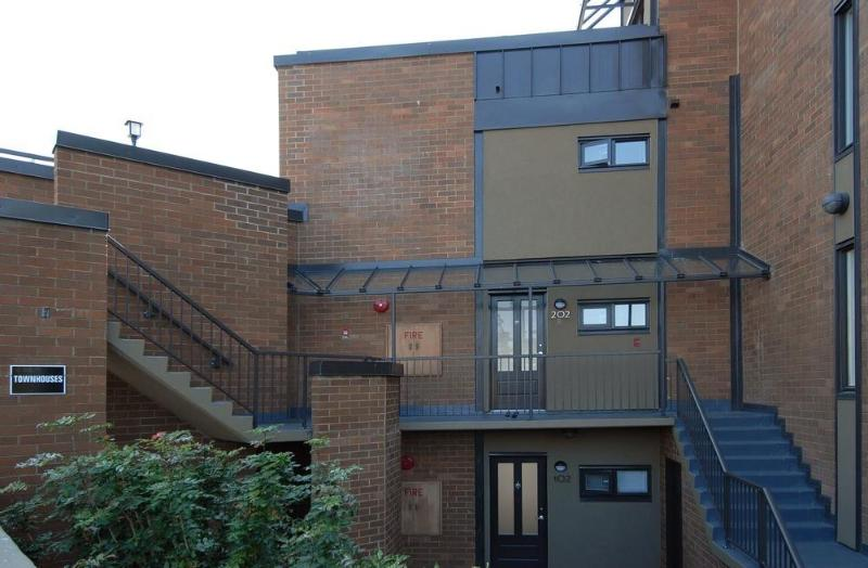 Private entrance - Deluxe townhome 5 min drive to Inner Inner Harbour - Victoria - rentals