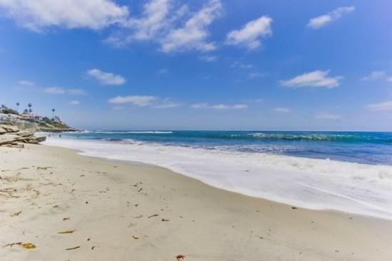 Relax in the white sand, surf Wind and Sea, or explore the rocky tide pools. - Gaby's La Jolla Beach Getaway - Upper Unit 2bdrm/2bath - La Jolla - rentals