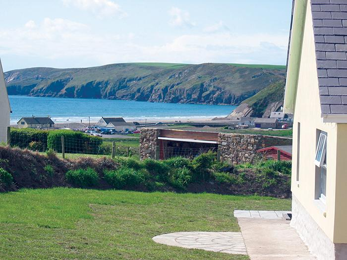 Five Star Holiday Cottage - Bramble Cottage, Newgale - Image 1 - Newgale - rentals