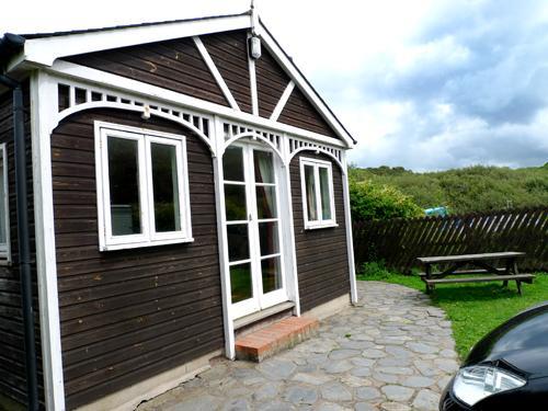 Pet Friendly Holiday Apartment - Swn y Mor, Pwllgwaelod - Image 1 - Pembrokeshire - rentals