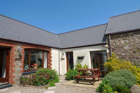 Pet Friendly Holiday Home - Shepherds Cottage, Nr St Brides - Image 1 - Pembrokeshire - rentals