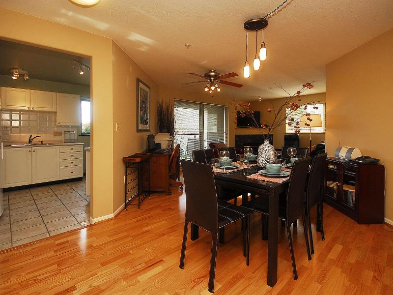 Dining room table pulls out to sit eight - Deluxe 2 bed, 2 bath condo, 2 min walk to Oldtown - Victoria - rentals