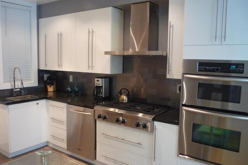 Gorgeous Kitchen, Top-of-the-line Applianes - Modern Flat in Heart of SF! - San Francisco - rentals