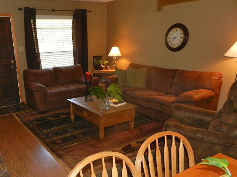 4 nt. $499! Next to Ski Lift, Balcony, Slope View! - Image 1 - Red River - rentals