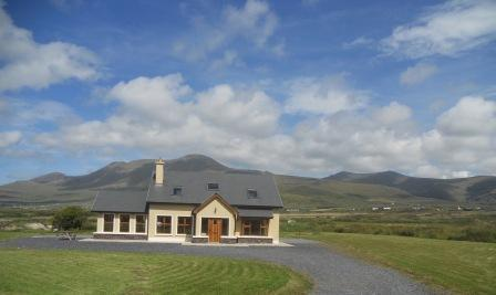 Mount Brandon in the background. - Bright, modern house on the Dingle Peninsula. Wifi - Dingle - rentals