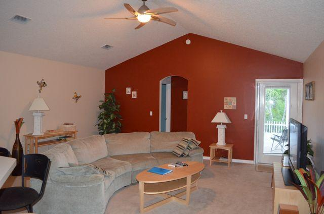 Comfortable Living Area with 46' HD TV - Spacious Home from Home welcoming your pets. - Saint Augustine - rentals