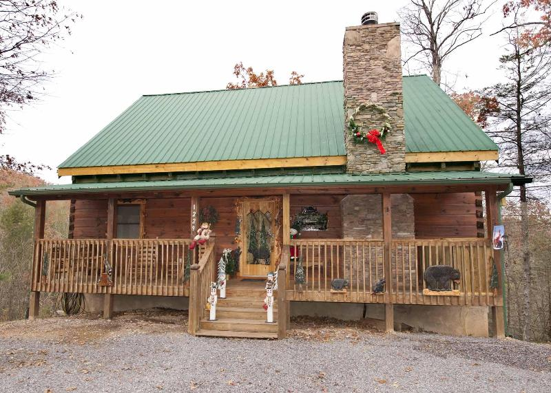 Robin and Cams Cabin at Christmas - Look No Further-This Cabin Will Exceed Your Needs - Pigeon Forge - rentals