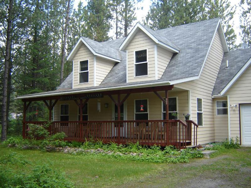 3 bedroom 2 bath house near Glacier Park - Montana Hideaway - Hungry Horse - rentals