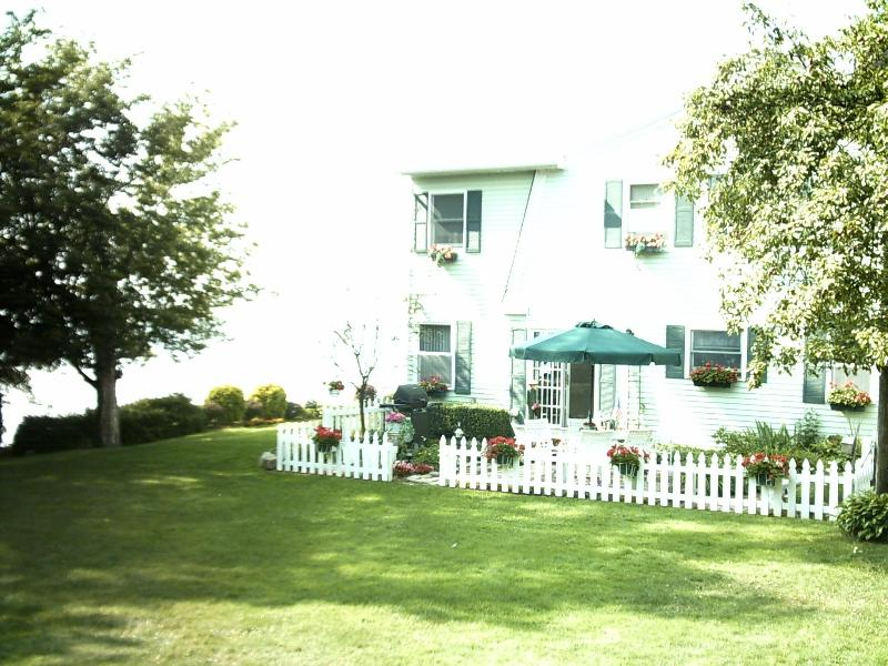 On a bright sunny day - Sunset Shores on Lake Erie and near Cleveland Ohio - Avon Lake - rentals