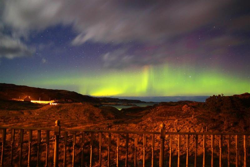Northern lights as seen from the decking of The Ard - Ard HolidayCottage, Great Bernera, Lewis, Hebrides - Great Bernera - rentals