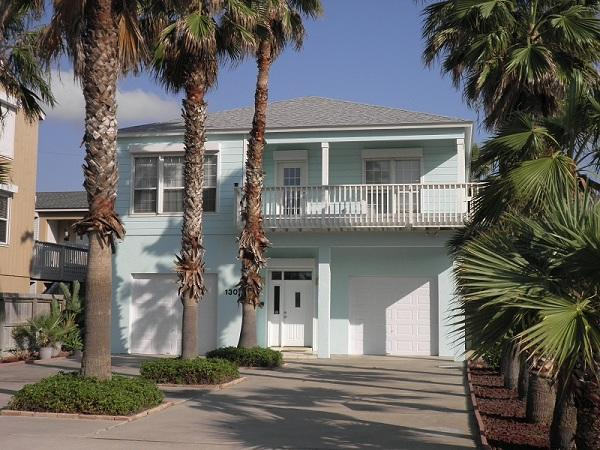 Front view of house with beautiful palm trees lining the driveways - Beautiful beach side home with heated pool/spa - South Padre Island - rentals