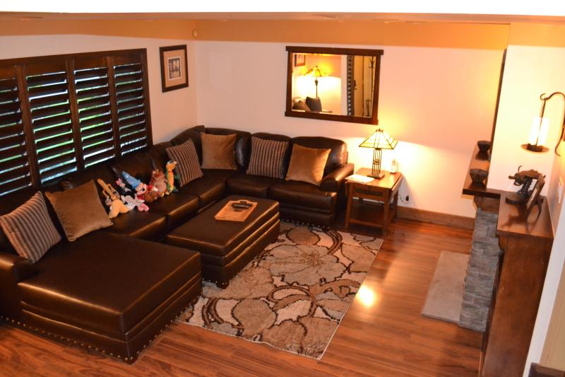 Relax on the huge comfortable sofa. Room for everyone! - Walk to Disneyland! Luxury Anaheim Condo Sleeps 11 - Anaheim - rentals