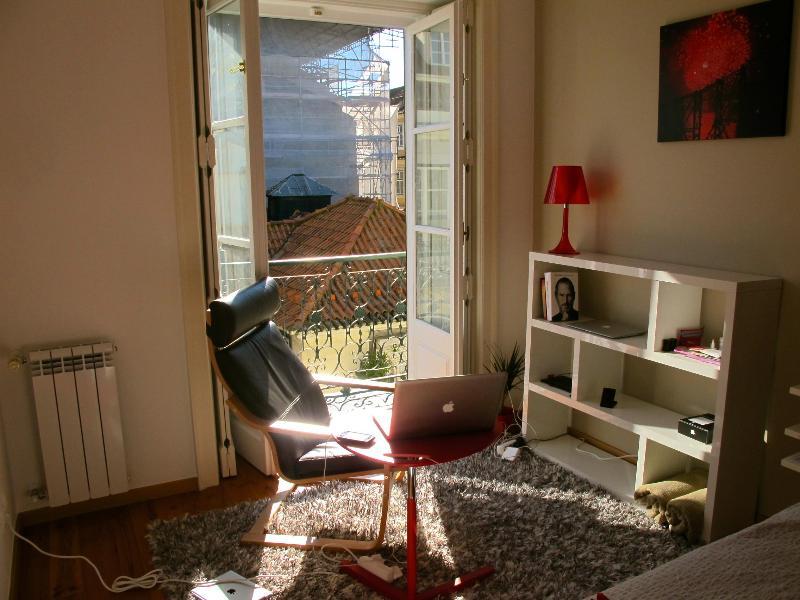 Enjoy the LisbonSun in the master bedroom - LisbonSun Elegant Central Cozy 2BR AC WiFi Lift - Lisbon - rentals