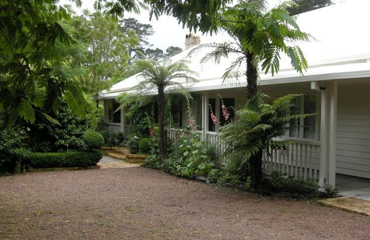 Main House Front Entrance - Elegant & Parklike Wine Country Near Surf Beaches - Kumeu - rentals