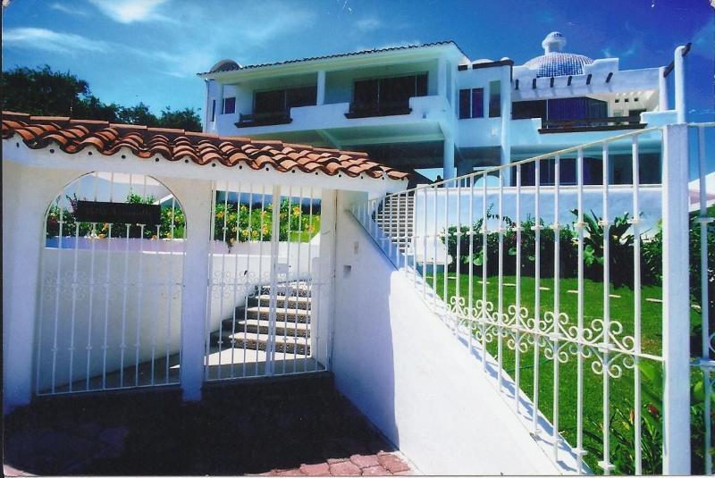 Villa Azomalli - huatulco,mx.-- 4 suite ocean view villa with staff - Huatulco - rentals