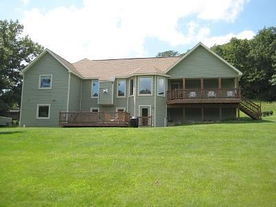 Welcome to A Great Escape! - ~ 3 BR Home with Outdoor Hot Tub, Pool Table, Fireplace and WiFi ~ - Galena - rentals
