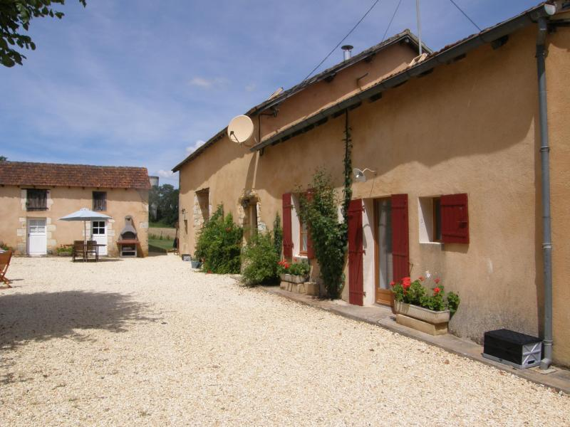 Courtyard - Gite with a heated pool & jacuzzi, sleeps 12 - Cendrieux - rentals