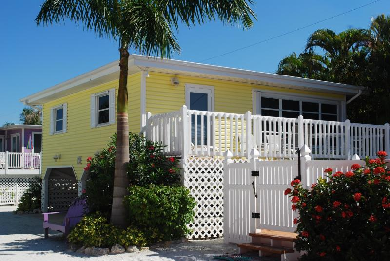Exterior of the Sun Cottage - Cottages of Paradise Point - Sun Cottage - Fort Myers Beach - rentals