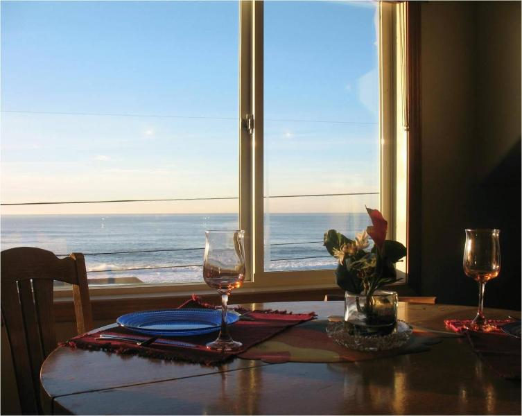 Whale Watch Suite 5 Ocean View Dining Area seats 4 - Ocean Views! Stair Free Beach!Hot Tub!Wifi! - Lincoln City - rentals