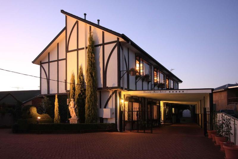 Night shot of Elizabeth's Manor - Elizabeth's Manor Retreat - New South Wales - rentals