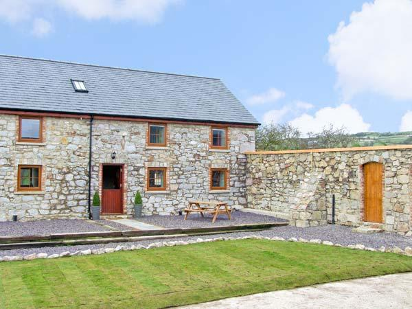 STABAL-Y-GWEDD, family friendly, country holiday cottage, with a garden in Abergele, Ref 10261 - Image 1 - Abergele - rentals