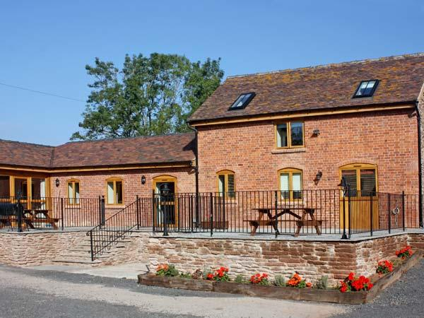 THE TACK ROOM, pet friendly, country holiday cottage, with a garden in Little - Image 1 - Bromyard - rentals