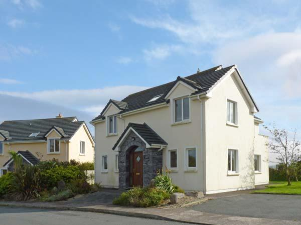 NUMBER 14 KNIGHTS HAVEN, pet friendly, with a garden in Knightstown, County Kerry, Ref 11746 - Image 1 - Knightstown - rentals