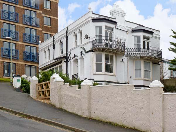 2 THE VILLA, family friendly in Ilfracombe, Ref 7341 - Image 1 - Ilfracombe - rentals