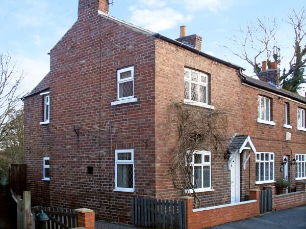 SUNNYSIDE COTTAGE, pet friendly, character holiday cottage, with a garden in Filey, Ref 12115 - Image 1 - Filey - rentals