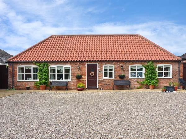 THE STABLES, pet friendly, country holiday cottage, with a patio, in Louth, Ref 11832 - Image 1 - Louth - rentals