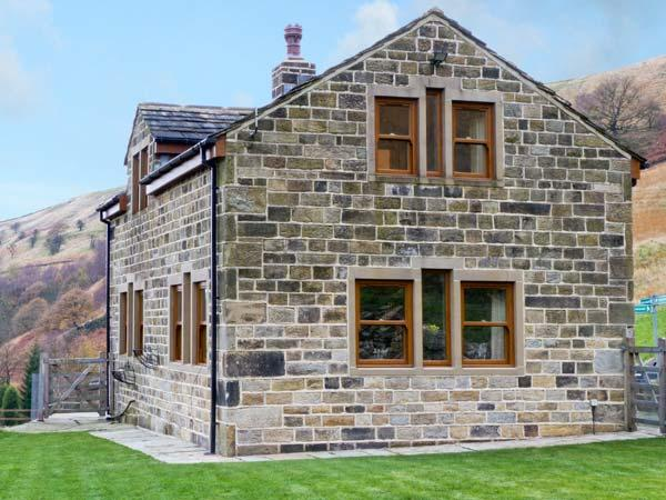 LONG LEES FARM COTTAGE, family friendly, country holiday cottage, with a garden in Todmorden, Ref 11981 - Image 1 - Todmorden - rentals