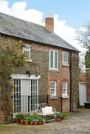 GROVE COTTAGE, pet friendly, luxury holiday cottage, with open fire in Thirsk, Ref 12465 - Image 1 - Thirsk - rentals
