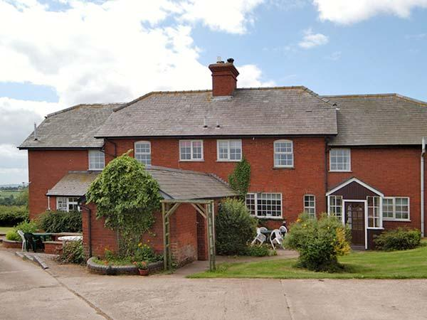 DURSTONE COTTAGE, pet friendly, country holiday cottage, with a garden in Pencombe, Ref 12372 - Image 1 - Pencombe - rentals