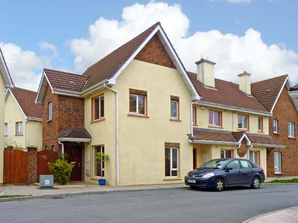 22 CLUAIN NA GREINE, family friendly, with a garden in Dungarvan, County Waterford, Ref 10884 - Image 1 - Dungarvan - rentals