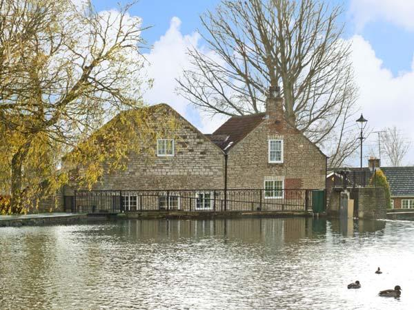 THE WATERMILL, pet friendly, luxury holiday cottage, with a garden in Tickhill, Ref 12513 - Image 1 - Doncaster - rentals