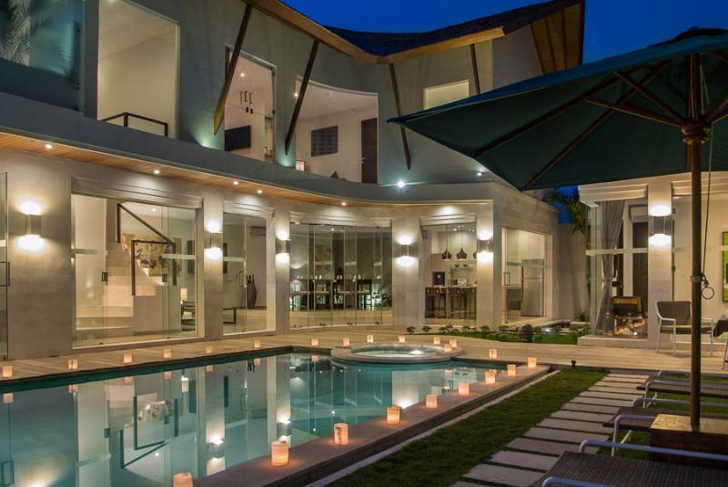 Chic 2 Level Design - BRAND NEW LUXURY VILLA, WALK TO OBEROI STREET - Seminyak - rentals