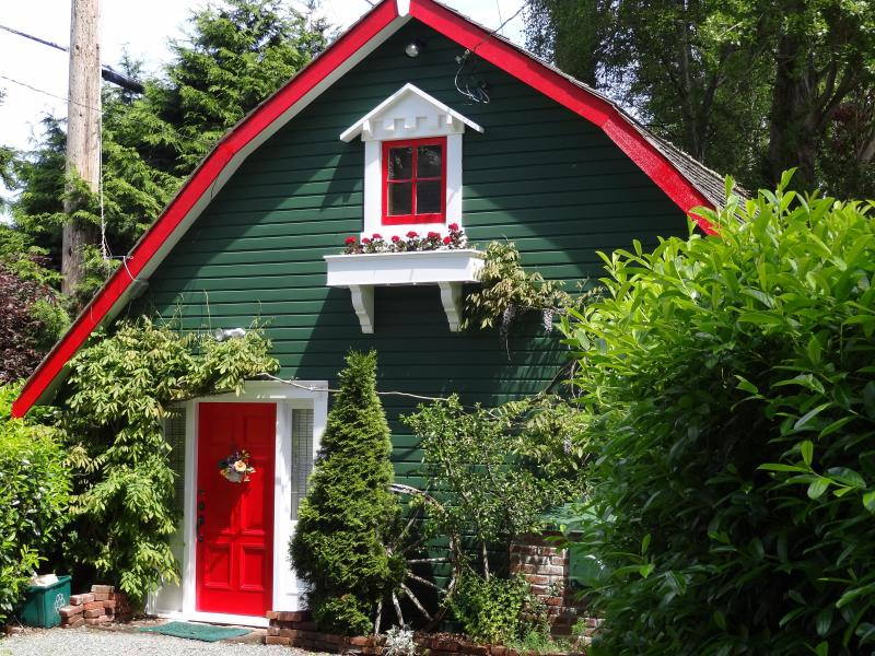 Please contact owner before booking. - SUNRISE GARDEN COTTAGE - enchanting hideway for 2 - Victoria - rentals