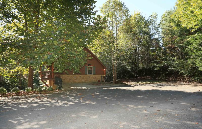As you drive up to the cabin - Hanky Panky - Pigeon Forge - rentals