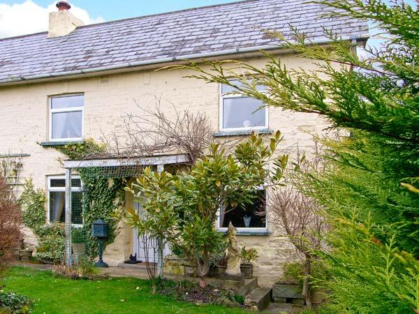 MAJESTIC, pet friendly, character holiday cottage, with a garden in - Image 1 - Shaftesbury - rentals
