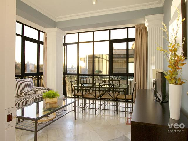 Bright living room with large glass walls and views over Seville's historic centre. - Alcazar. 3 bedrooms next Cathedral - Seville - rentals